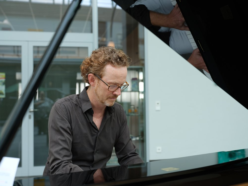 Urs Willaredt improvisiert live  am Piano